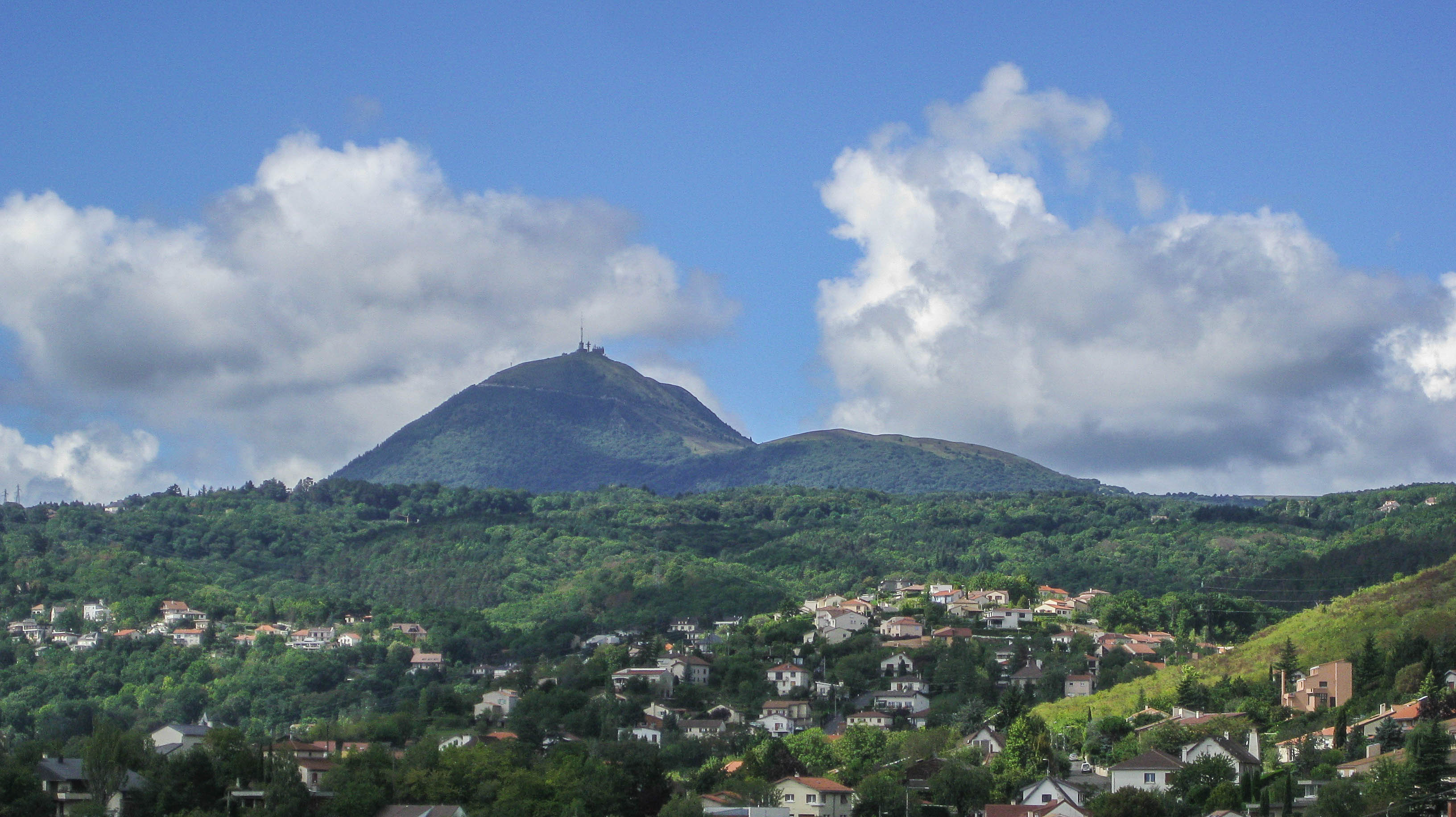 the puy de dome an icon of central france deep heart of france. Black Bedroom Furniture Sets. Home Design Ideas